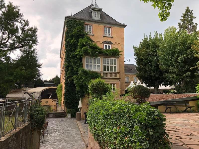 Schloss edesheim hochzeit for Ubernachtung in koln