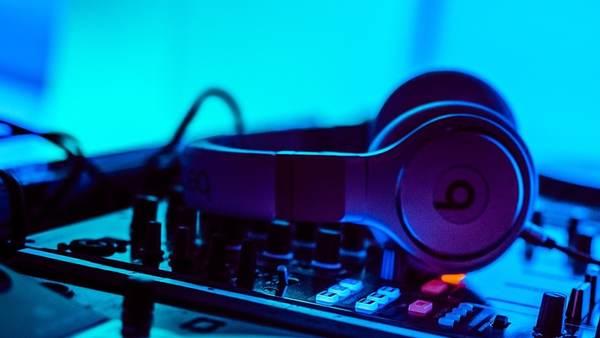 Wie finde ich den richtigen DJ